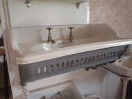 Traditional Sink c/w metal bracket